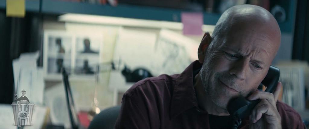 ¿Recepción? Quisiera saber si hay un cheque a nombre de Bruce Willis.
