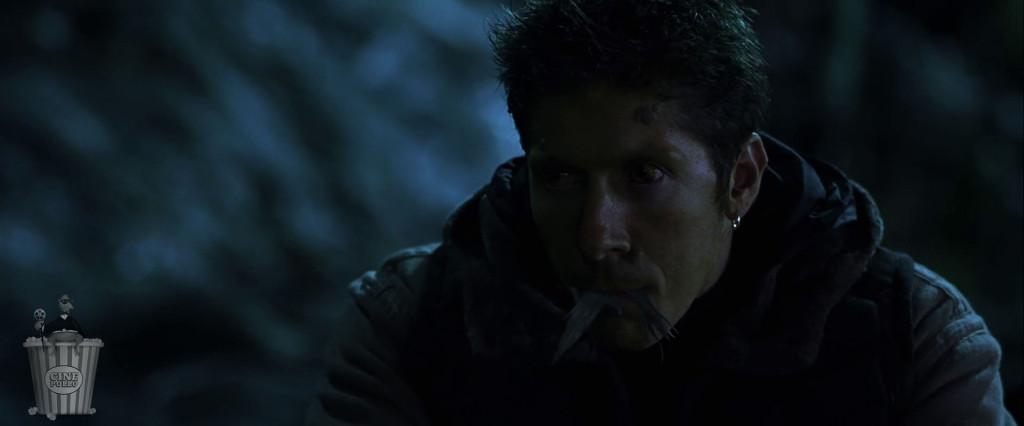 ¿Sabes qué era completamente innecesario para esta película? Este señor comiéndose una paloma.