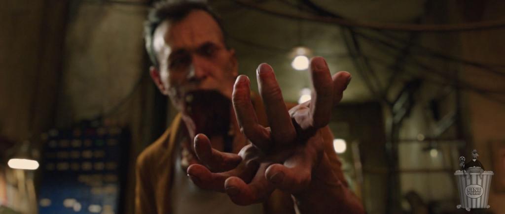 Estas manos deben ser útiles para rascarse el trasero.